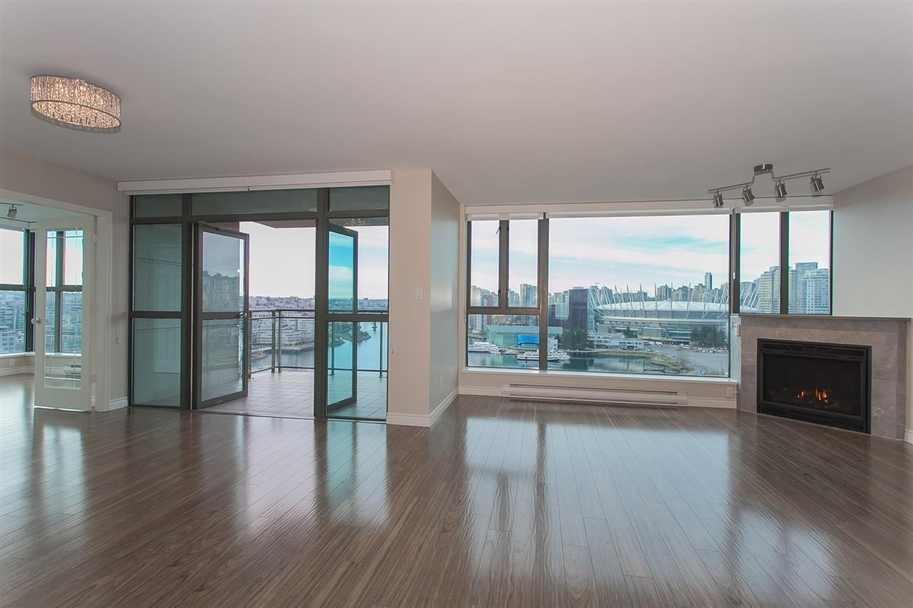 """Photo 16: Photos: 1905 1128 QUEBEC Street in Vancouver: Mount Pleasant VE Condo for sale in """"THE NATIONAL"""" (Vancouver East)  : MLS®# R2232561"""