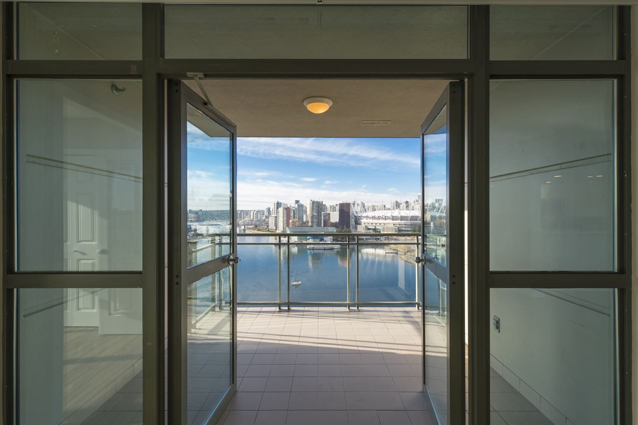 """Photo 8: Photos: 1905 1128 QUEBEC Street in Vancouver: Mount Pleasant VE Condo for sale in """"THE NATIONAL"""" (Vancouver East)  : MLS®# R2232561"""