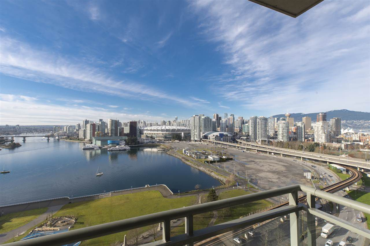 """Photo 6: Photos: 1905 1128 QUEBEC Street in Vancouver: Mount Pleasant VE Condo for sale in """"THE NATIONAL"""" (Vancouver East)  : MLS®# R2232561"""
