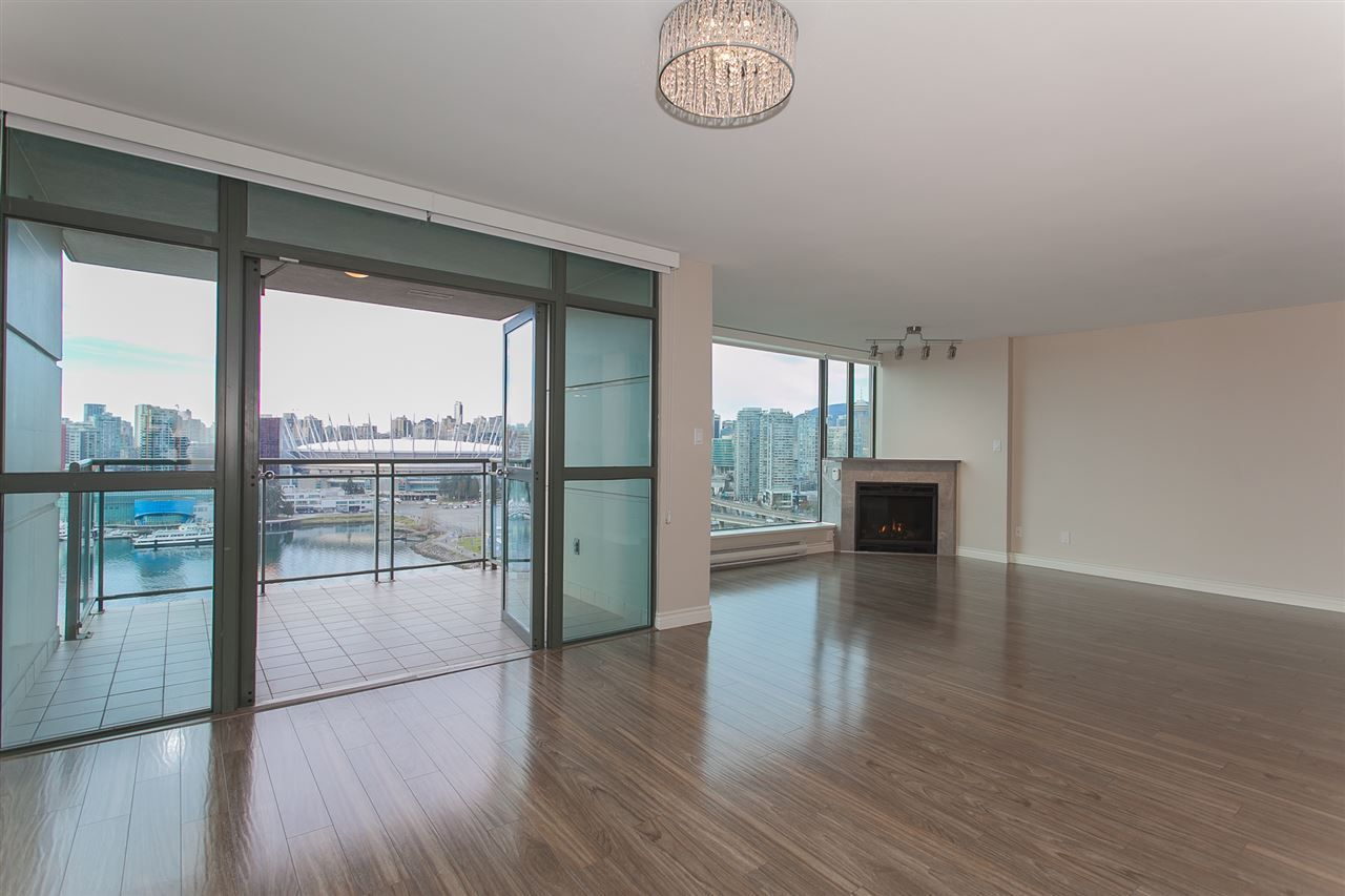 """Photo 17: Photos: 1905 1128 QUEBEC Street in Vancouver: Mount Pleasant VE Condo for sale in """"THE NATIONAL"""" (Vancouver East)  : MLS®# R2232561"""