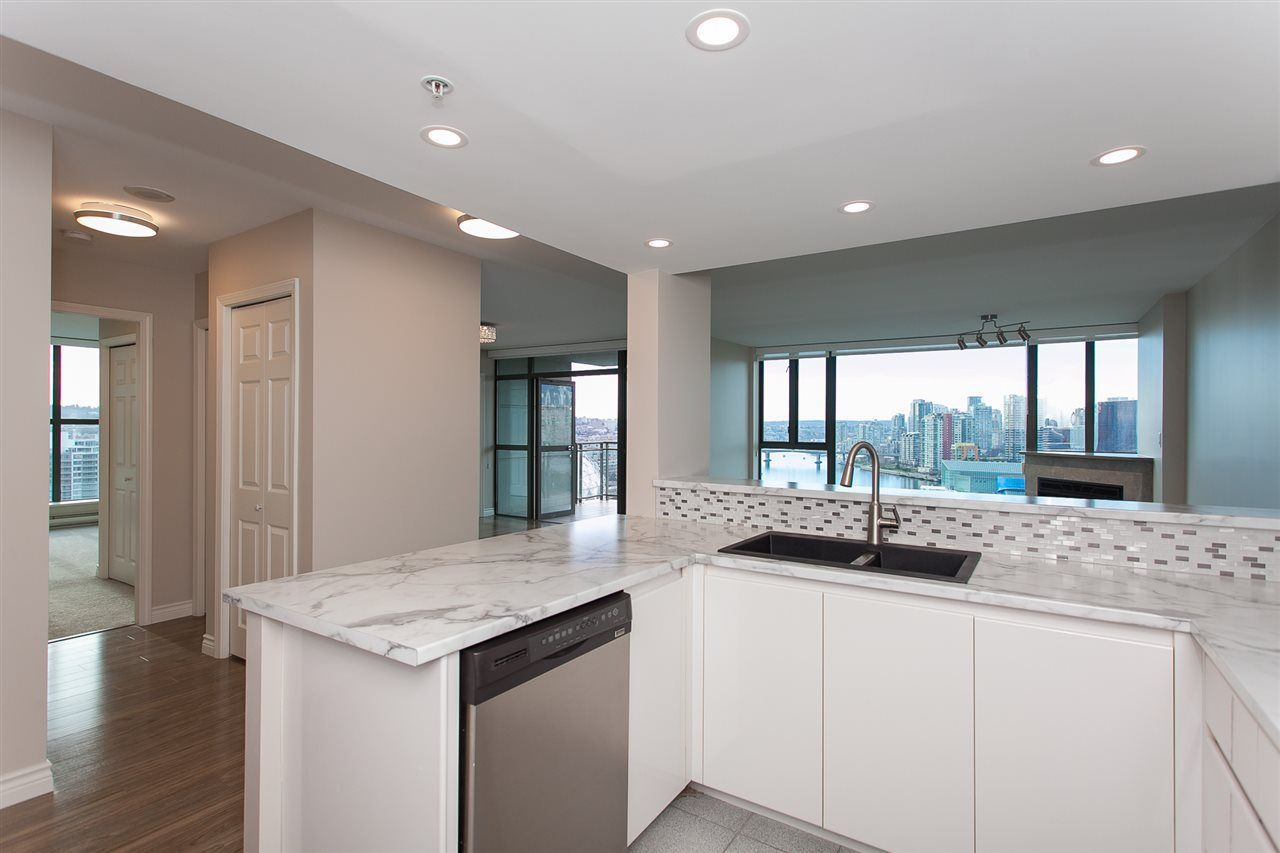 """Photo 14: Photos: 1905 1128 QUEBEC Street in Vancouver: Mount Pleasant VE Condo for sale in """"THE NATIONAL"""" (Vancouver East)  : MLS®# R2232561"""