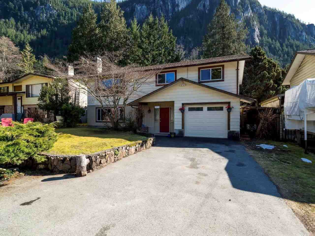 Main Photo: 38412 HEMLOCK Avenue in Squamish: Valleycliffe House for sale : MLS®# R2246593
