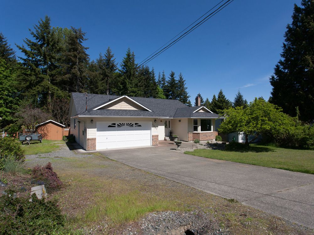 Main Photo: 1057 CENTRE ROAD in North Qualicum: House for sale : MLS®# 424675