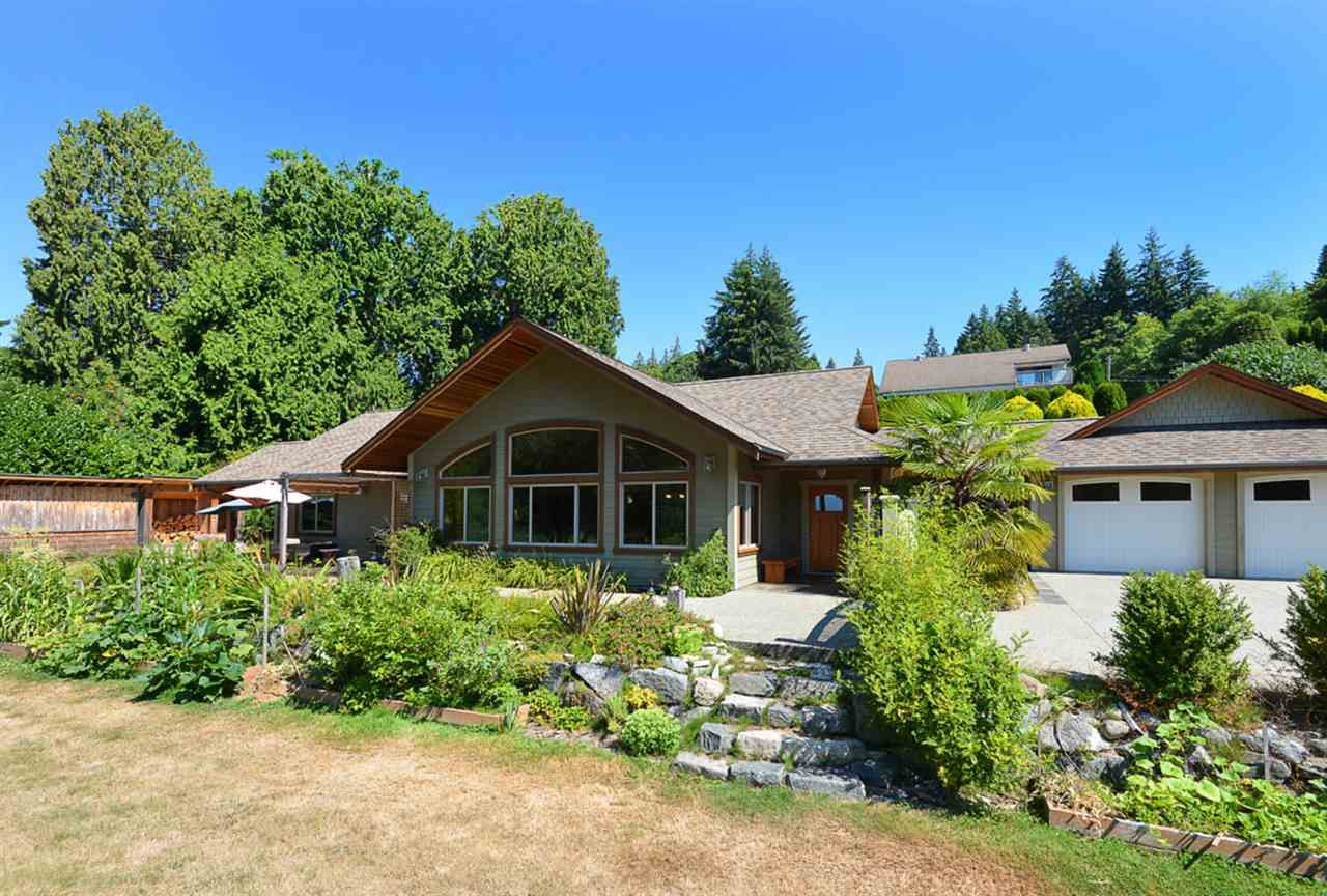 Main Photo: 505 MAPLE Street in Gibsons: Gibsons & Area House for sale (Sunshine Coast)  : MLS®# R2293109