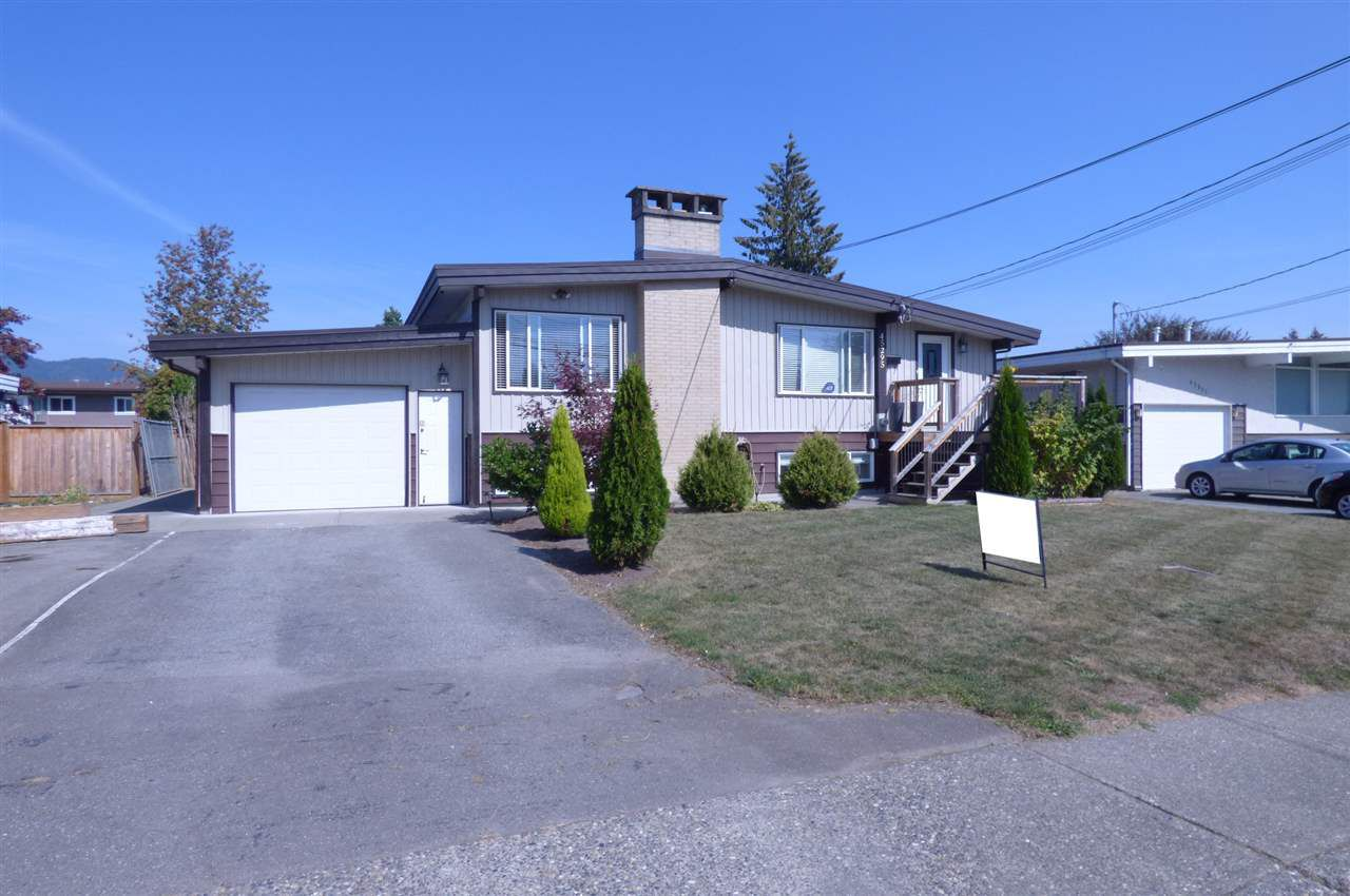 Main Photo: 45295 BERNARD Avenue in Chilliwack: Chilliwack W Young-Well House for sale : MLS®# R2323480