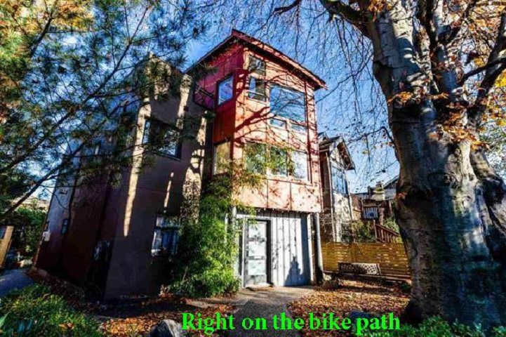"Main Photo: 2233 E 12TH Avenue in Vancouver: Grandview VE House for sale in ""Commercial Drive"" (Vancouver East)  : MLS®# R2323925"