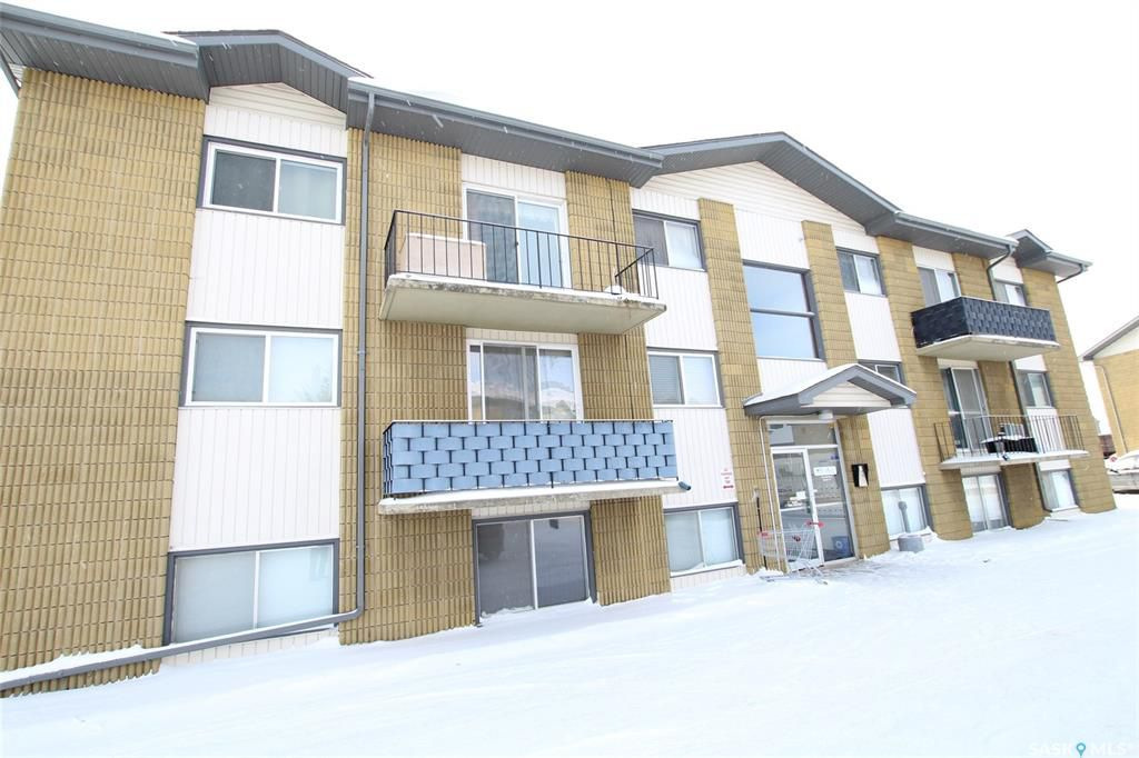 Main Photo: 68 1 Columbia Drive in Saskatoon: River Heights SA Residential for sale : MLS®# SK758743