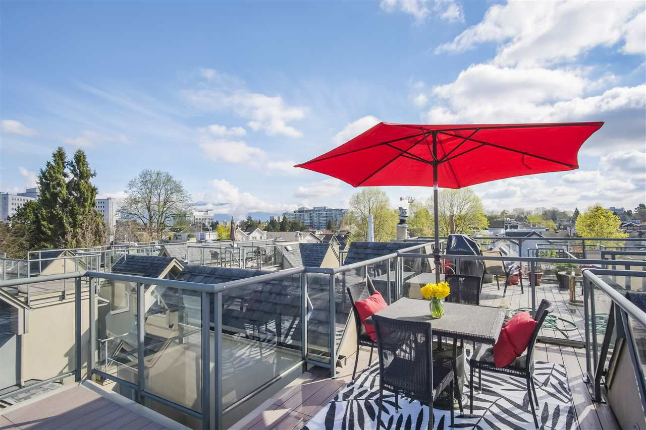 "Main Photo: 3031 LAUREL Street in Vancouver: Fairview VW Townhouse for sale in ""Fairview Court"" (Vancouver West)  : MLS®# R2359332"