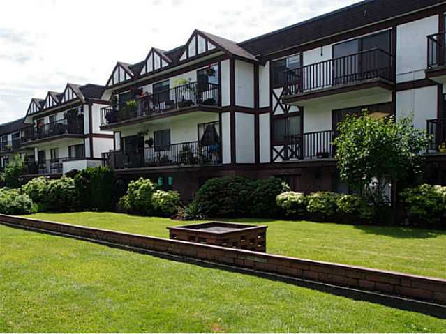 "Main Photo: 106 131 W 4TH Street in North Vancouver: Lower Lonsdale Condo for sale in ""NOTTINGHAM PLACE"" : MLS®# V1069203"