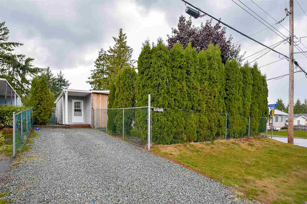 Photo 1: Photos: 31555 OAKRIDGE Crescent in Abbotsford: Poplar Manufactured Home for sale : MLS®# R2208110