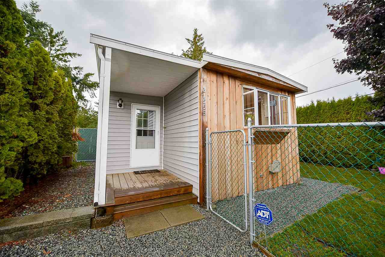 Photo 2: Photos: 31555 OAKRIDGE Crescent in Abbotsford: Poplar Manufactured Home for sale : MLS®# R2208110