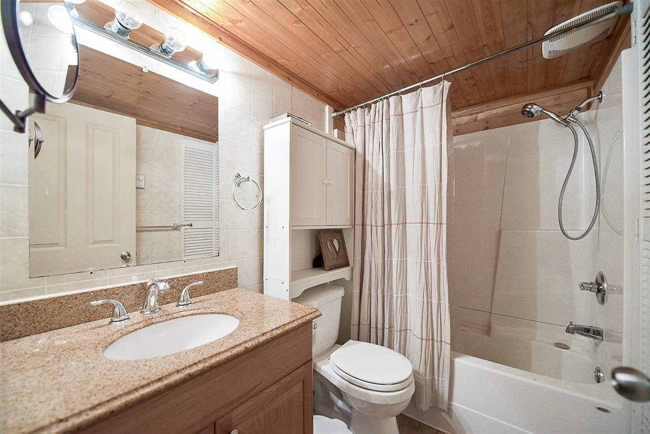 Photo 13: Photos: 31555 OAKRIDGE Crescent in Abbotsford: Poplar Manufactured Home for sale : MLS®# R2208110