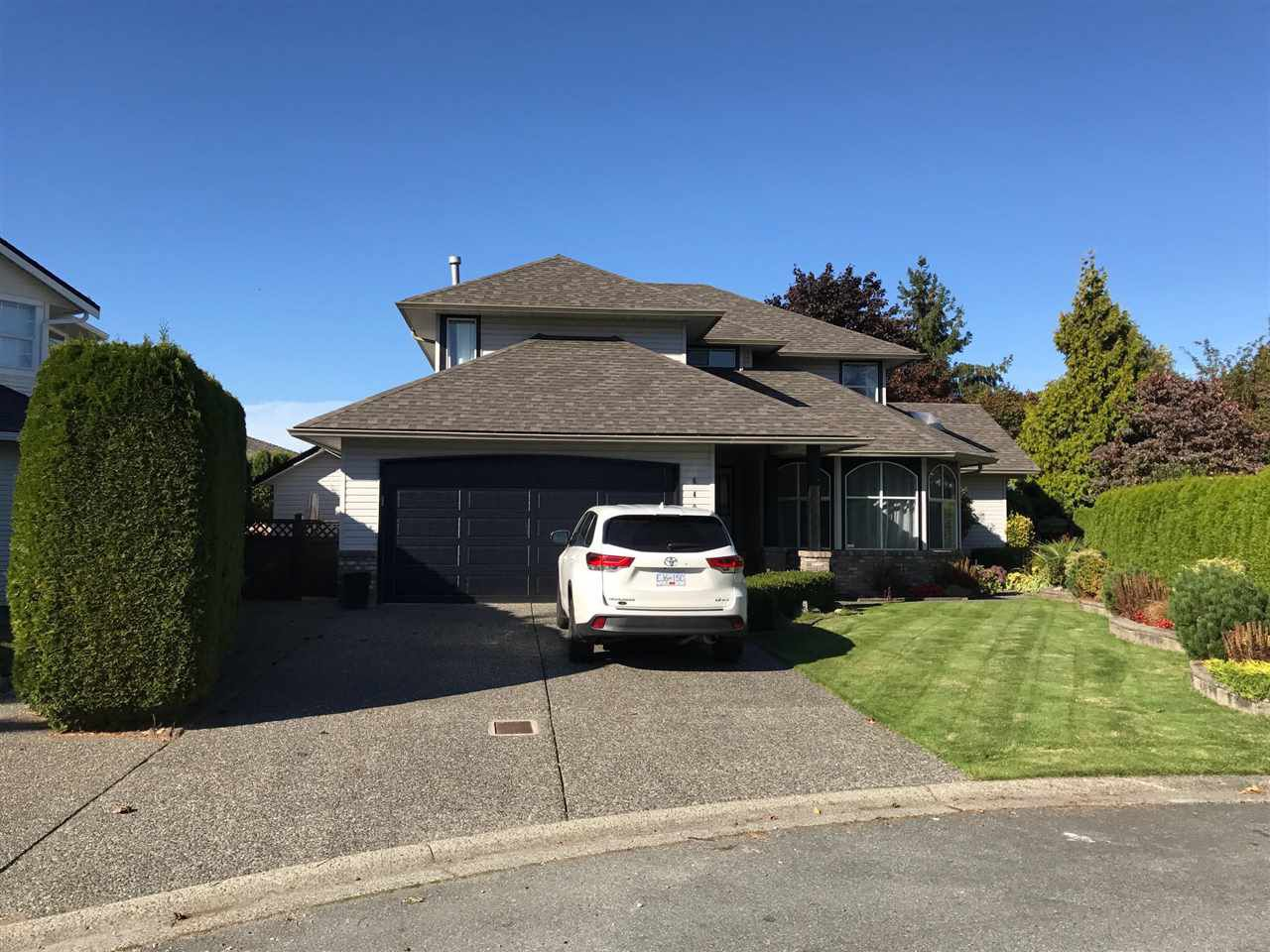 "Main Photo: 6491 CLAYTONWOOD Grove in Surrey: Cloverdale BC House for sale in ""Clayton Hills"" (Cloverdale)  : MLS®# R2214597"
