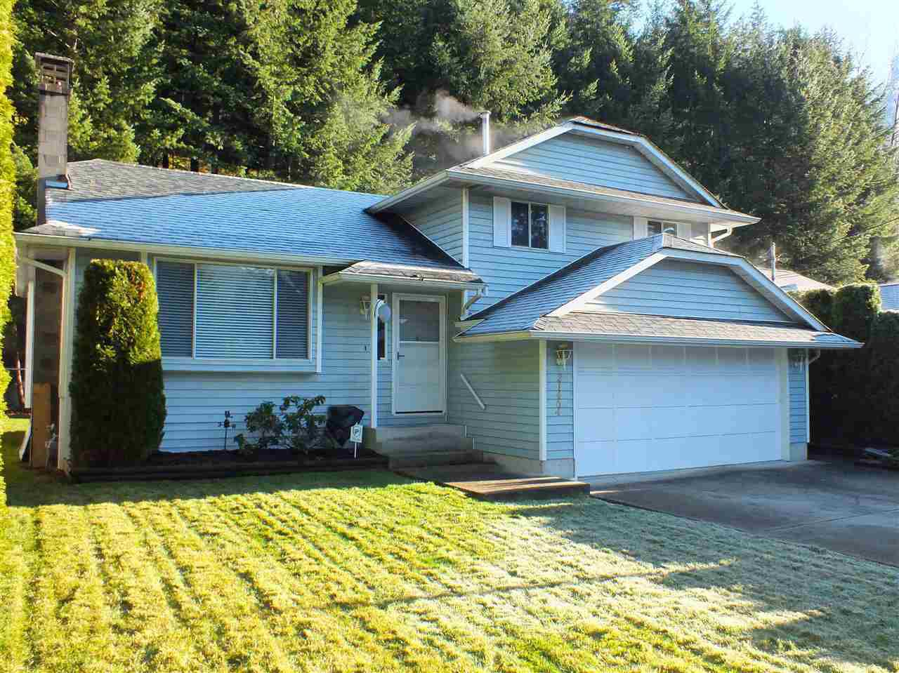 Main Photo: 21464 RICHMOND Drive in Hope: Hope Kawkawa Lake House for sale : MLS®# R2225565