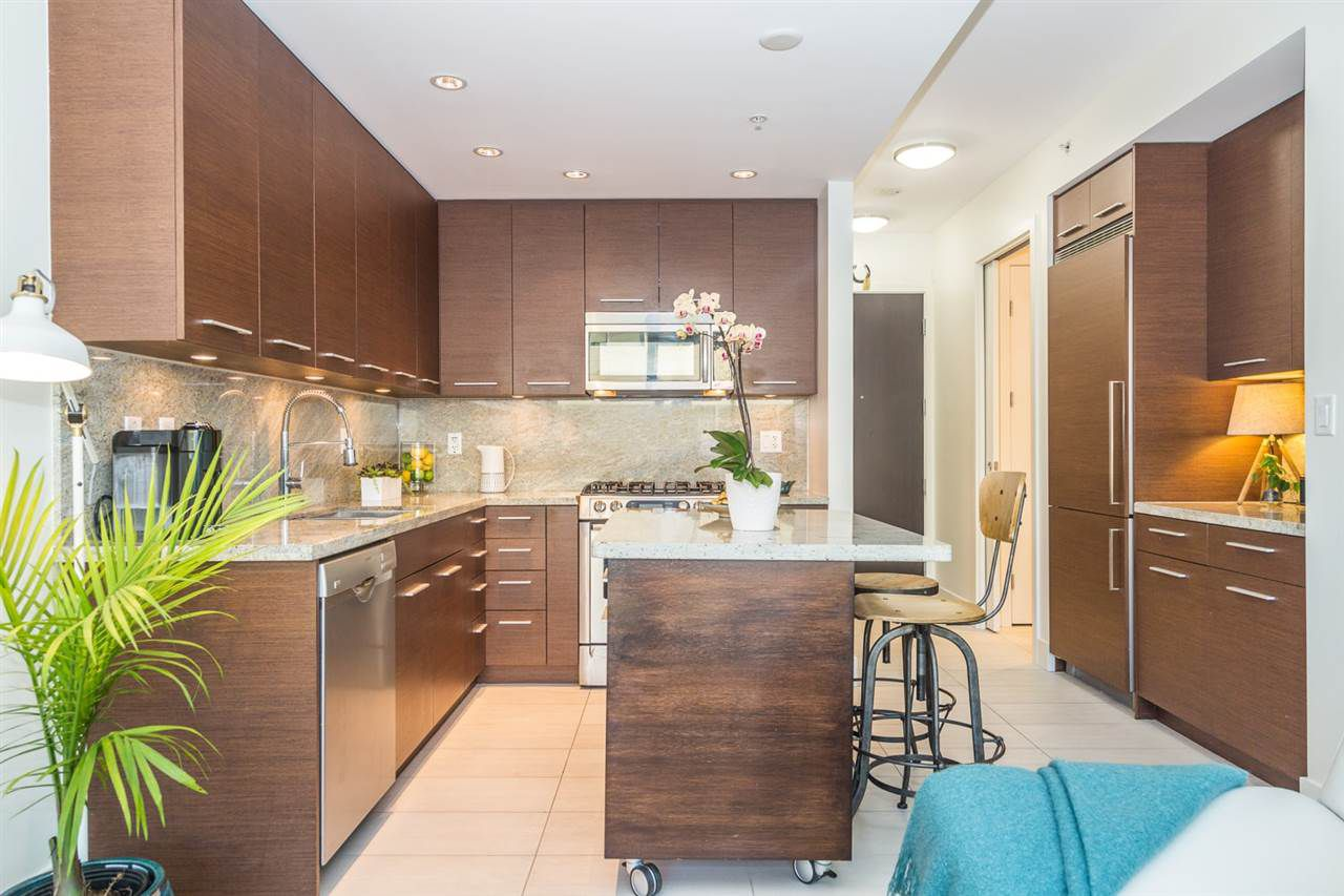 "Main Photo: 407 2528 MAPLE Street in Vancouver: Kitsilano Condo for sale in ""THE PULSE"" (Vancouver West)  : MLS®# R2239486"
