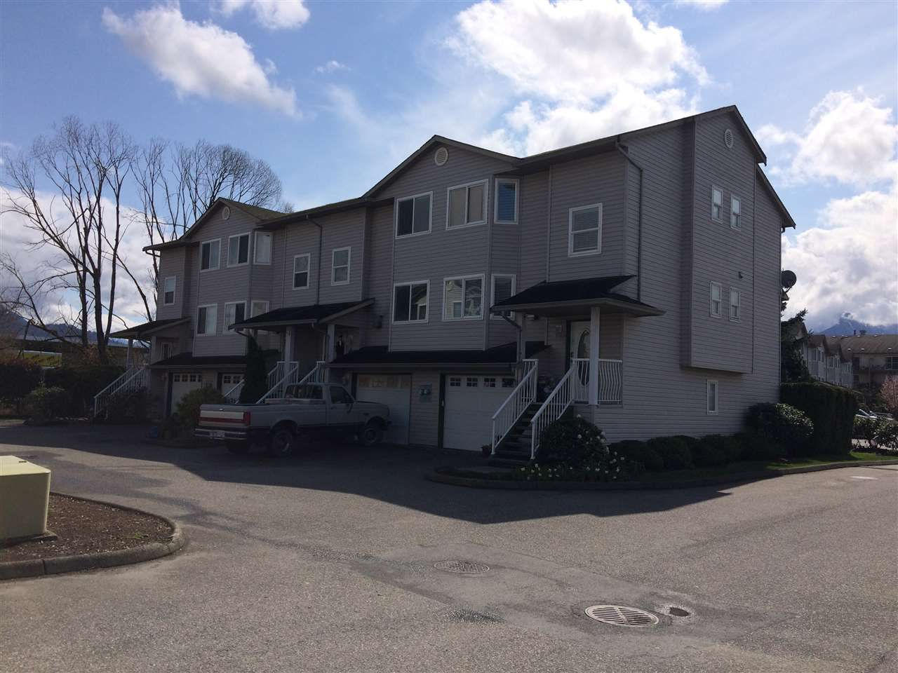 Main Photo: 6 45090 Luckakuck Way in Sardis: Sardis West Vedder Rd Townhouse for sale : MLS®# R2155160