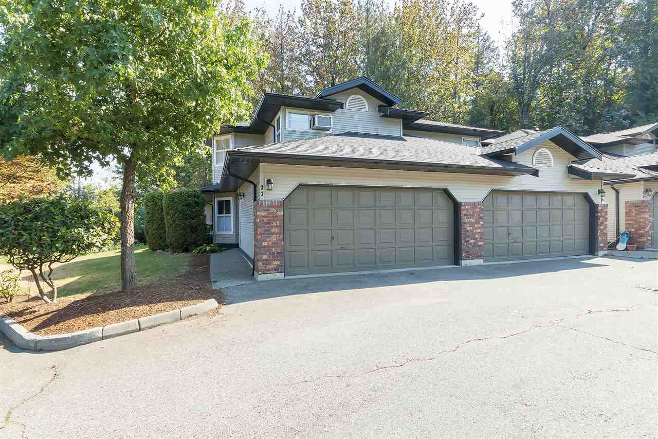 """Main Photo: 33 36060 OLD YALE Road in Abbotsford: Abbotsford East Townhouse for sale in """"Mountain View Village"""" : MLS®# R2303017"""