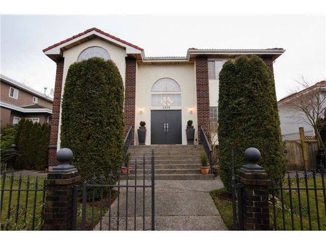 Main Photo: 4828 QUEBEC Street in Vancouver: Main House for sale (Vancouver East)  : MLS®# V1039986