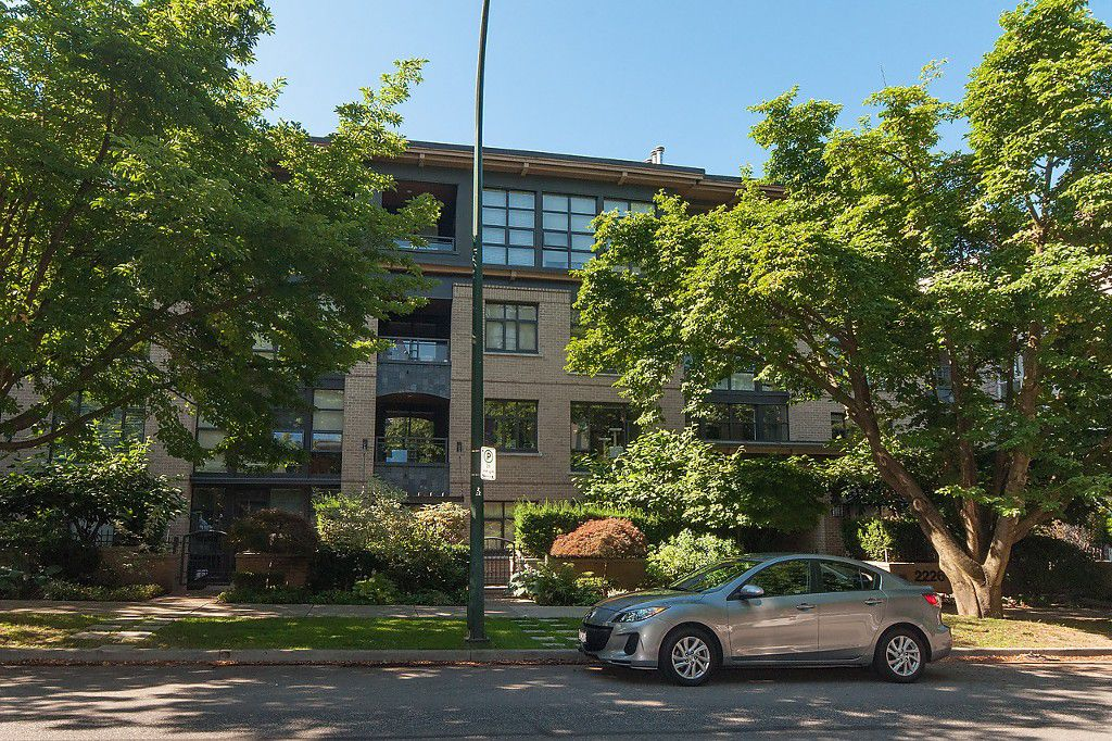 "Main Photo: 307 2226 W 12TH Avenue in Vancouver: Kitsilano Condo for sale in ""DESEO"" (Vancouver West)  : MLS®# V1133034"