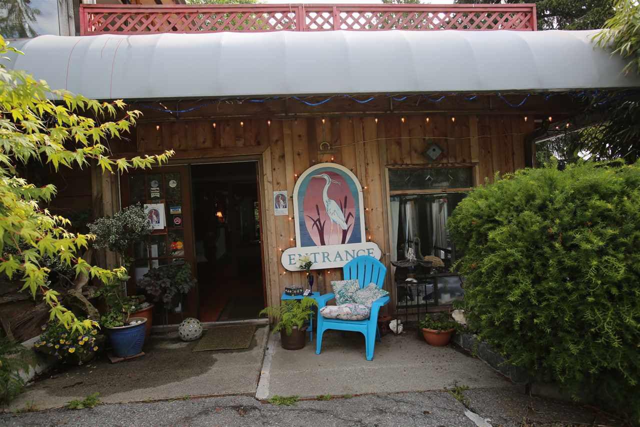 Photo 10: Photos: 5951 DELTA Road in Sechelt: Sechelt District House for sale (Sunshine Coast)  : MLS®# R2076157