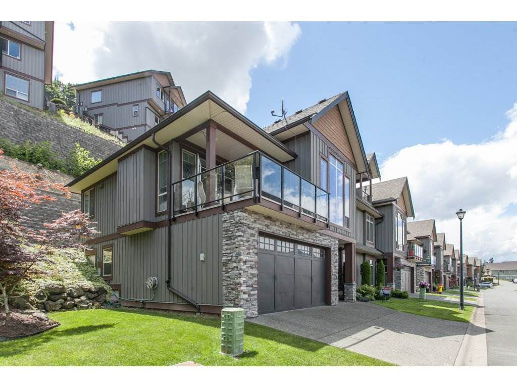 "Main Photo: 1 43540 ALAMEDA Drive in Chilliwack: Chilliwack Mountain Townhouse for sale in ""RETRIEVER RIDGE"" : MLS®# R2080200"