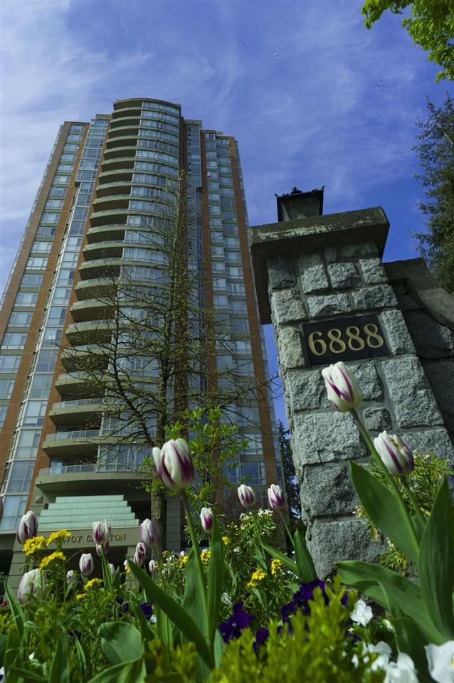 Main Photo: 803 6888 STATION HILL Drive in Burnaby: South Slope Condo for sale (Burnaby South)  : MLS®# R2167276