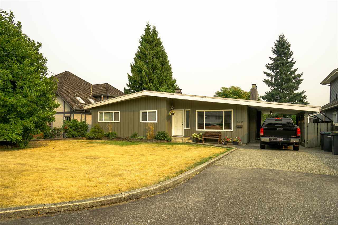 Main Photo: 932 WESTMOUNT Drive in Port Moody: College Park PM House for sale : MLS®# R2203272