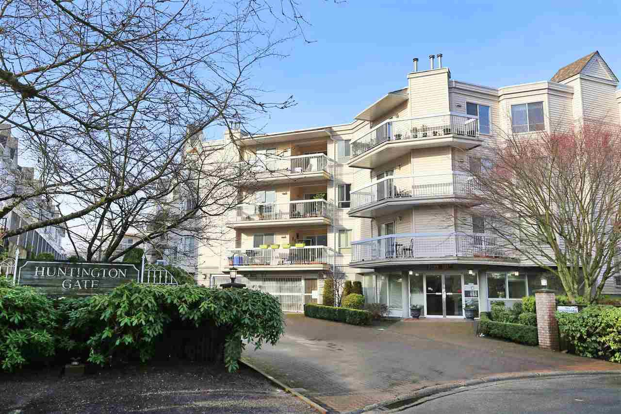 "Main Photo: 113 9299 121 Street in Surrey: Queen Mary Park Surrey Condo for sale in ""HUNTINGTON GATE"" : MLS®# R2214772"