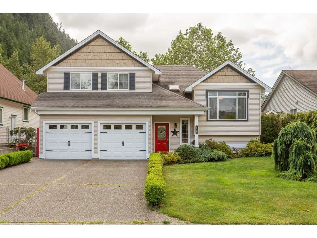 """Main Photo: 530 DRIFTWOOD Avenue: Harrison Hot Springs House for sale in """"Harrison Hot Springs"""" : MLS®# R2383473"""