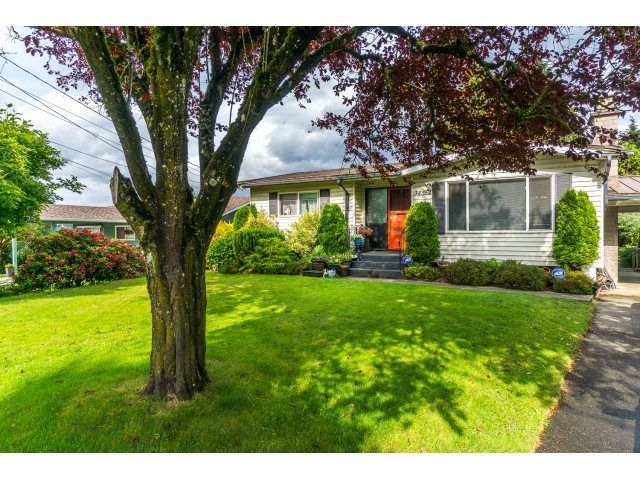 """Main Photo: 34564 HURST Crescent in Abbotsford: Abbotsford East House for sale in """"Robert Bateman"""" : MLS®# R2075159"""