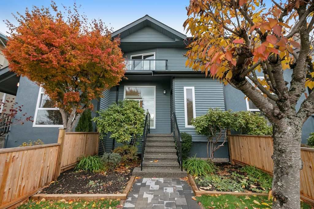Main Photo: 266 E 9TH Street in North Vancouver: Central Lonsdale House 1/2 Duplex for sale : MLS®# R2222181