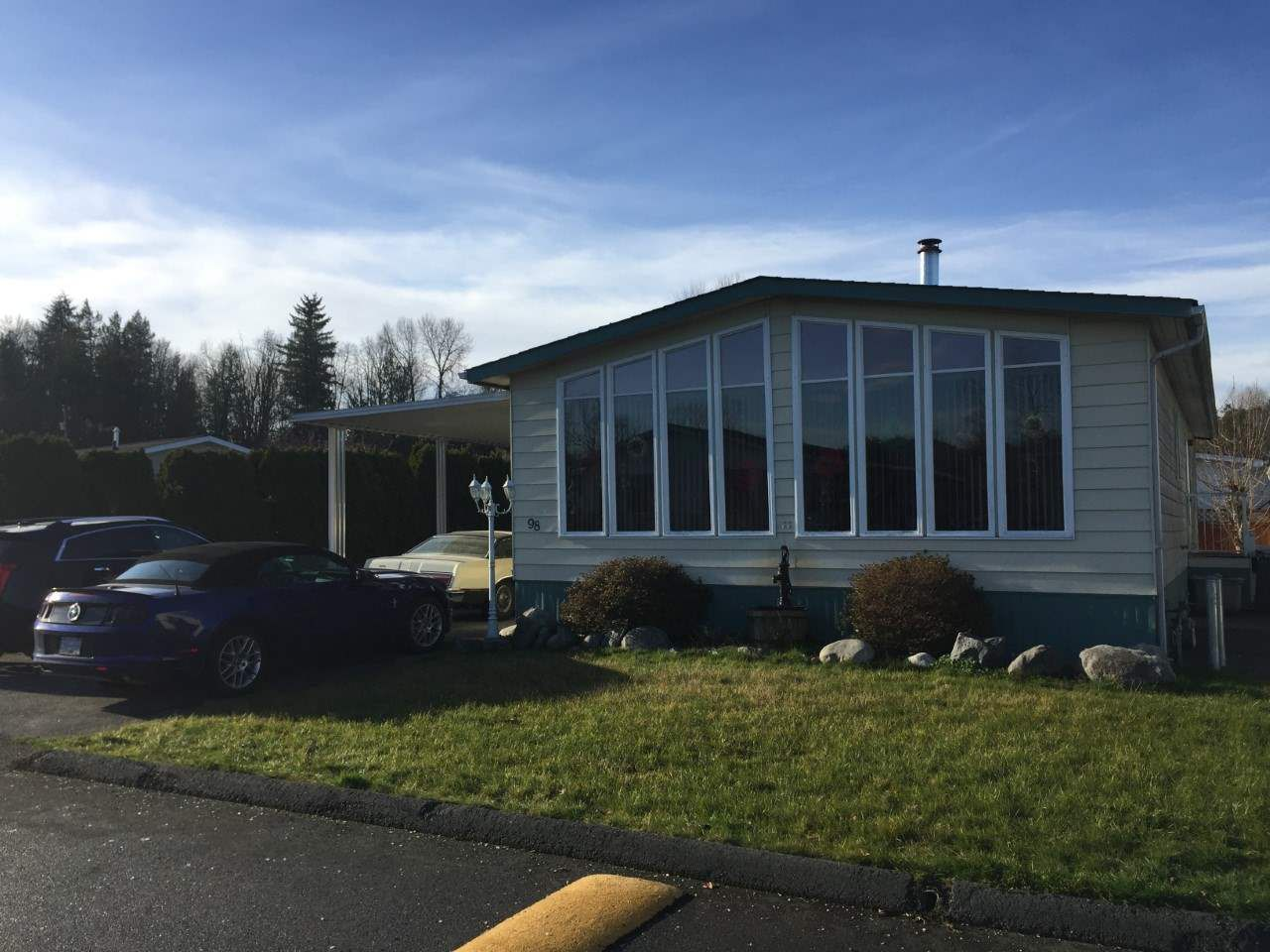 """Main Photo: 98 3300 HORN Street in Abbotsford: Central Abbotsford Manufactured Home for sale in """"GEORGIAN PARK"""" : MLS®# R2228990"""