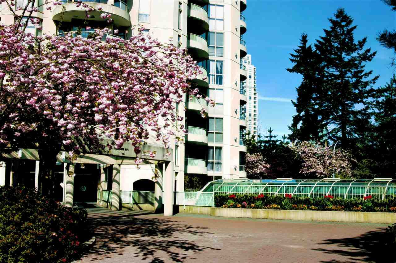Main Photo: 605 6188 PATTERSON AVENUE in Burnaby: Metrotown Condo for sale (Burnaby South)  : MLS®# R2257314