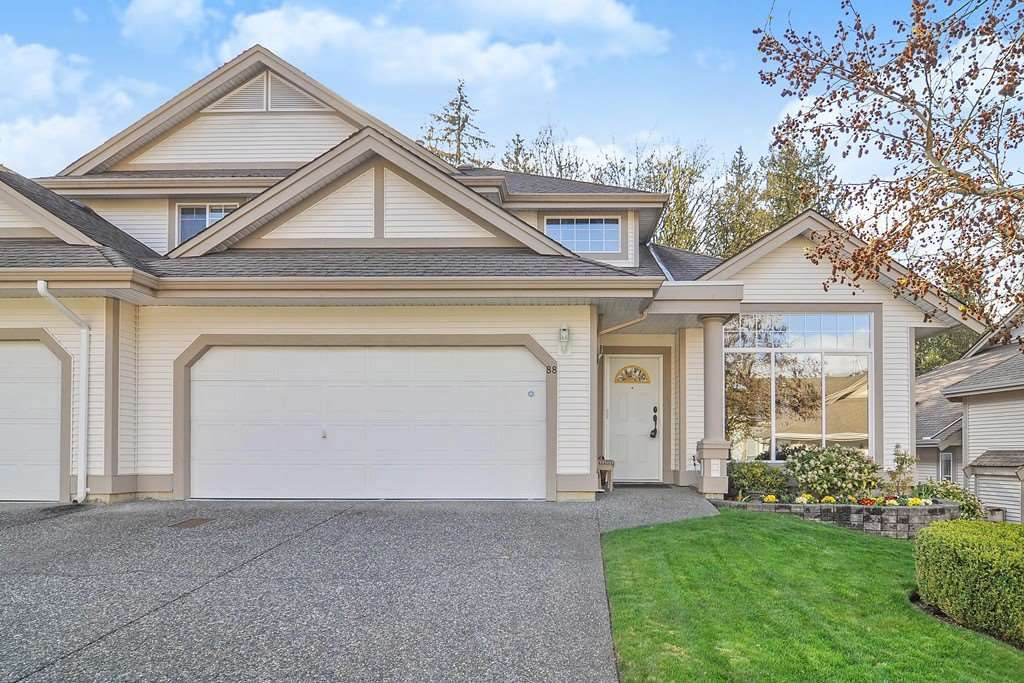 "Main Photo: 88 9025 216 Street in Langley: Walnut Grove Townhouse for sale in ""Coventry Woods"" : MLS®# R2356730"