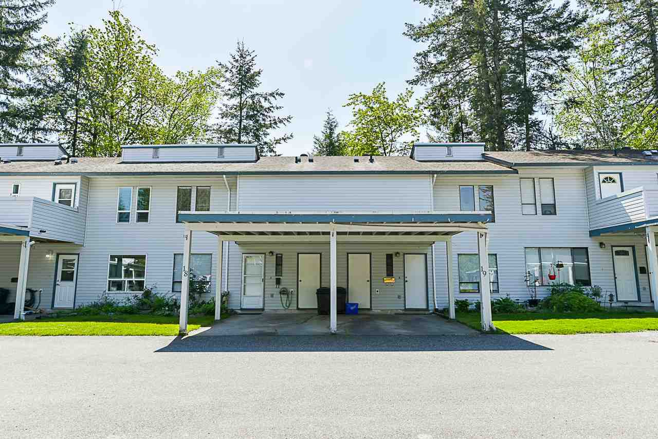 "Main Photo: 18 32310 MOUAT Drive in Abbotsford: Abbotsford West Townhouse for sale in ""MOUAT GARDENS"" : MLS®# R2366301"