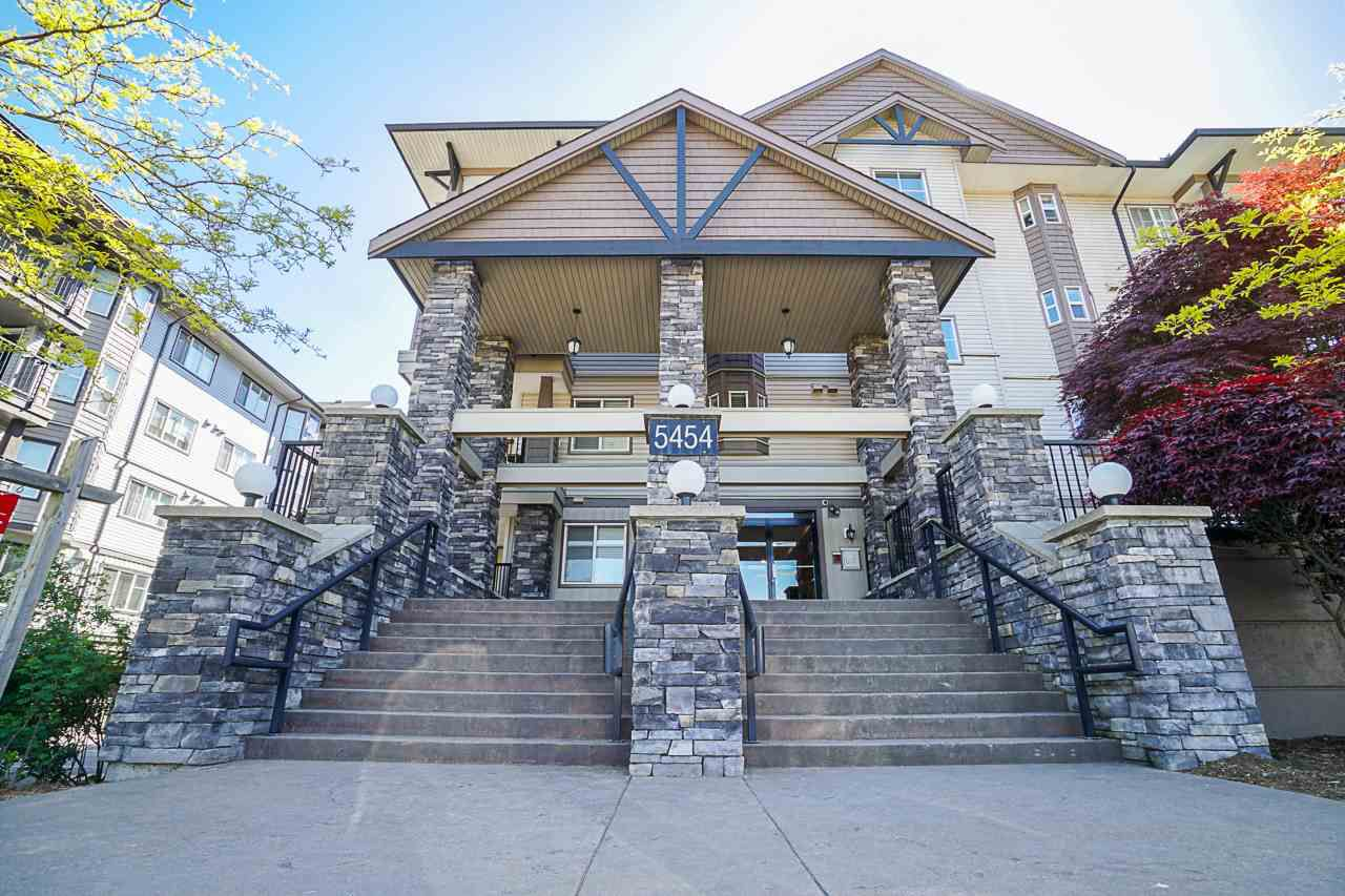 "Main Photo: 107 5454 198 Street in Langley: Langley City Condo for sale in ""Brydon Walk"" : MLS®# R2369302"