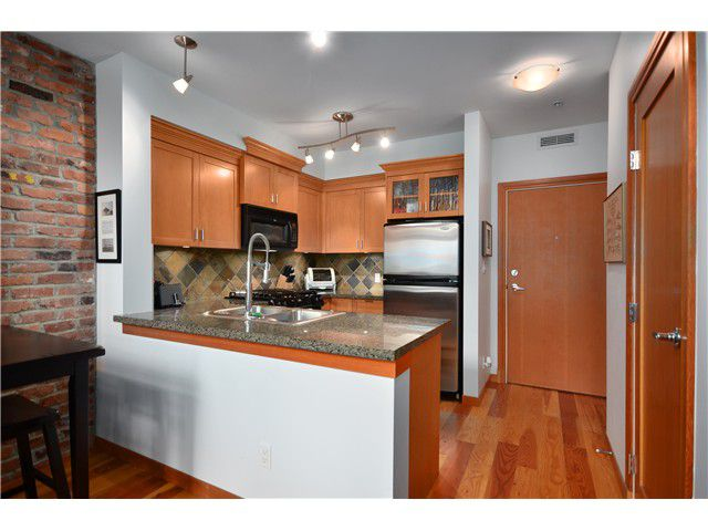 "Main Photo: 102 10 RENAISSANCE Square in New Westminster: Quay Condo for sale in ""MURANO LOFTS"" : MLS®# V976775"