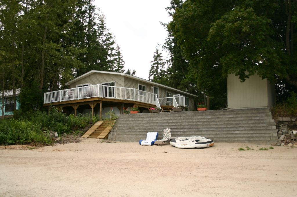 Main Photo: 4507 Northwest Sandy Point Road in Salmon Arm: NW Salmon Arm House for sale (Shuswap/Revelstoke)  : MLS®# 10069528
