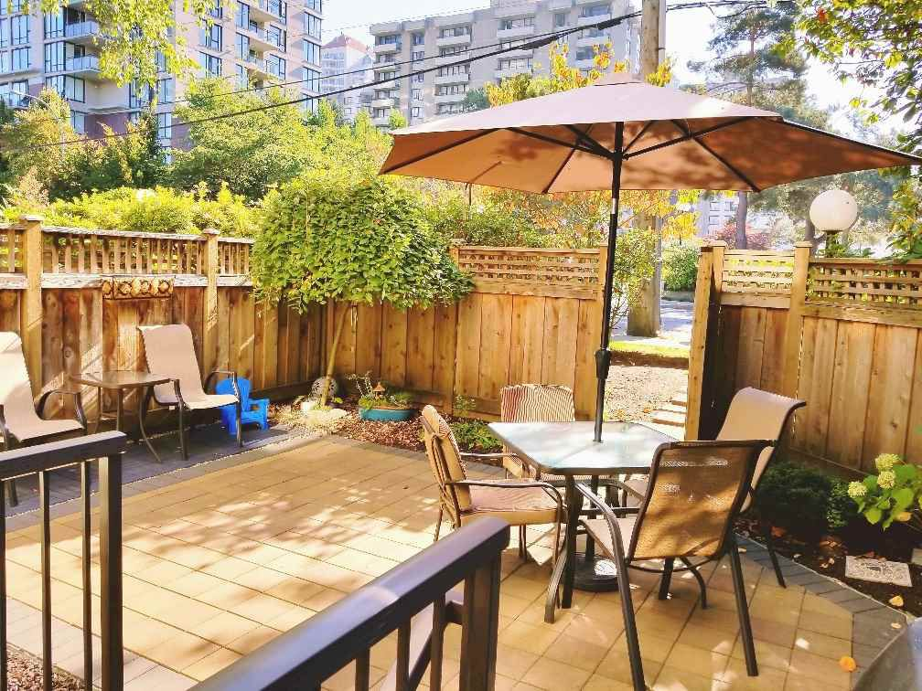 "Main Photo: 118 737 HAMILTON Street in New Westminster: Uptown NW Condo for sale in ""THE COURTYARDS"" : MLS®# R2209742"