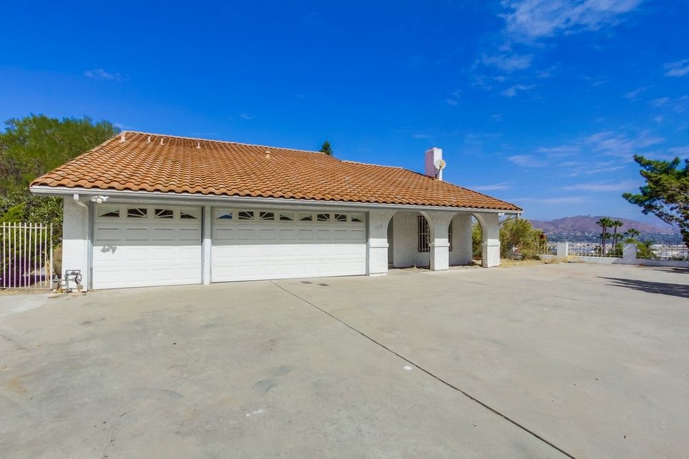 Main Photo: EL CAJON House for sale : 4 bedrooms : 1630 Honey Hill Rd