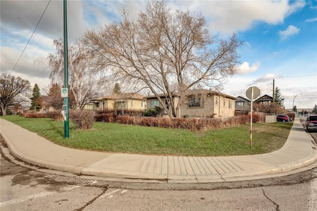 Main Photo: 1804 20 Avenue NW in Calgary: Capitol Hill House for sale : MLS®# C4179269