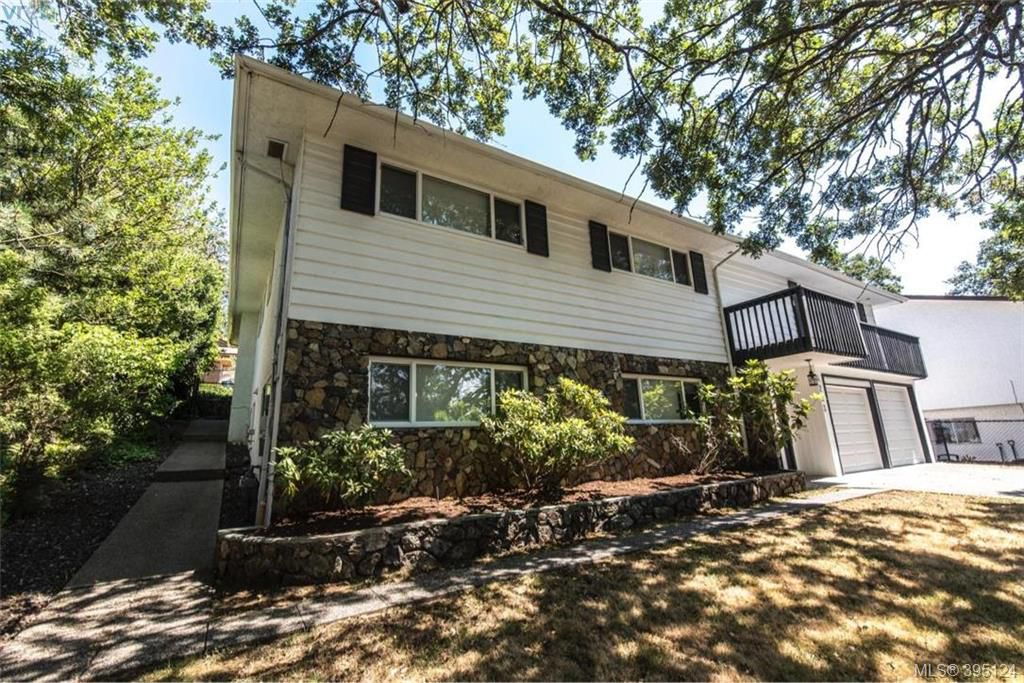 Main Photo: 4233 Thornhill Crescent in VICTORIA: SE Lambrick Park Single Family Detached for sale (Saanich East)  : MLS®# 395124