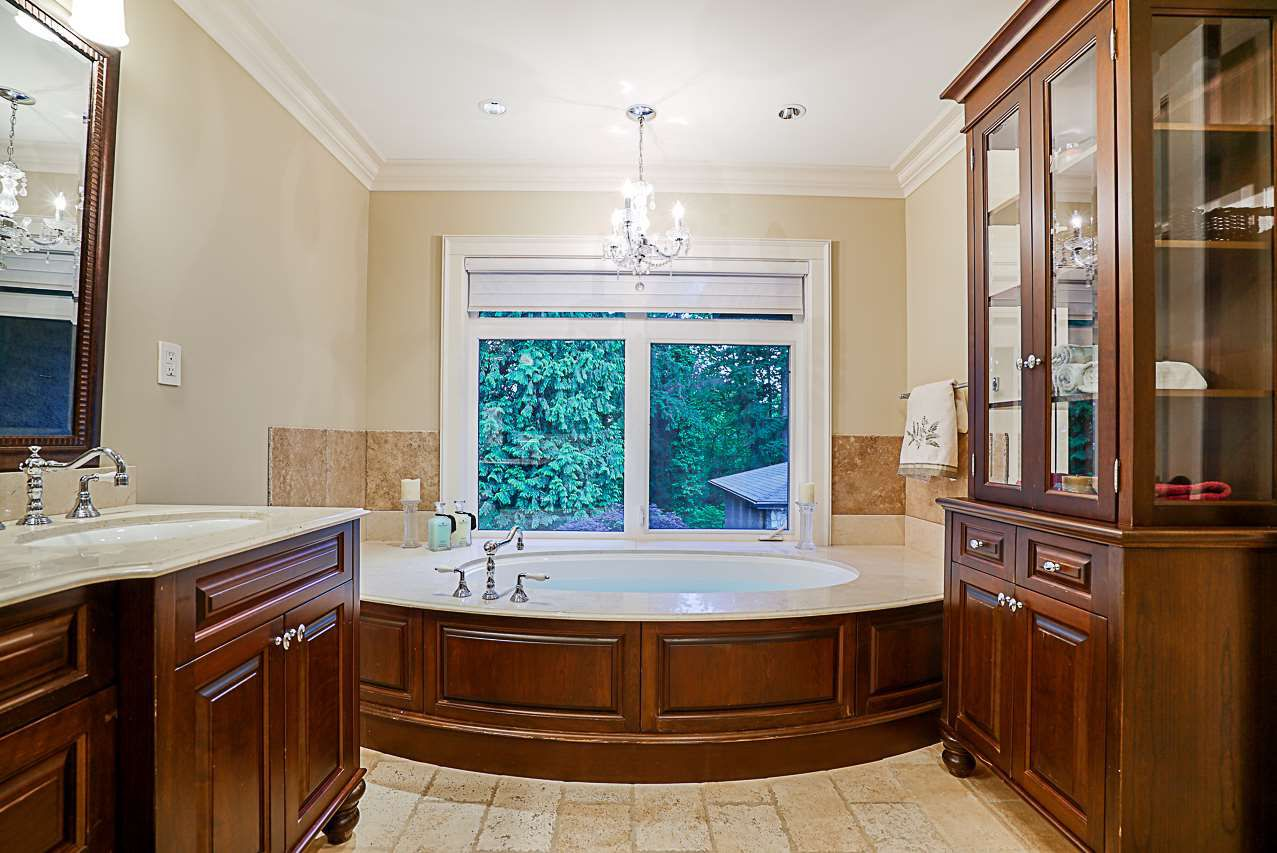 Photo 14: Photos: 2416 SHAWNA Way in Coquitlam: Central Coquitlam House for sale : MLS®# R2302956