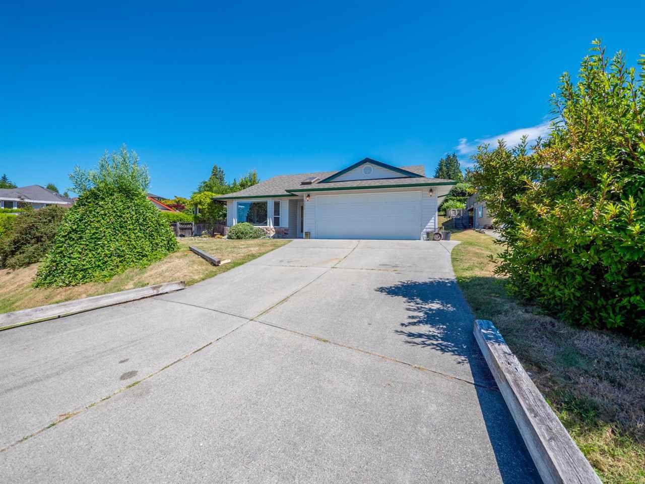 "Main Photo: 5072 BAY Road in Sechelt: Sechelt District House for sale in ""Davis Bay"" (Sunshine Coast)  : MLS®# R2321303"