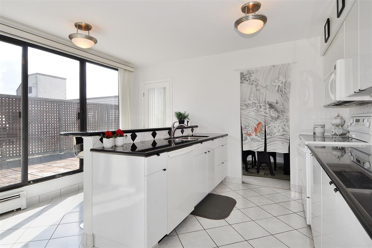 """Main Photo: PH2 225 SIXTH Street in New Westminster: Queens Park Condo for sale in """"ST. GEORGE'S MANOR"""" : MLS®# R2349287"""