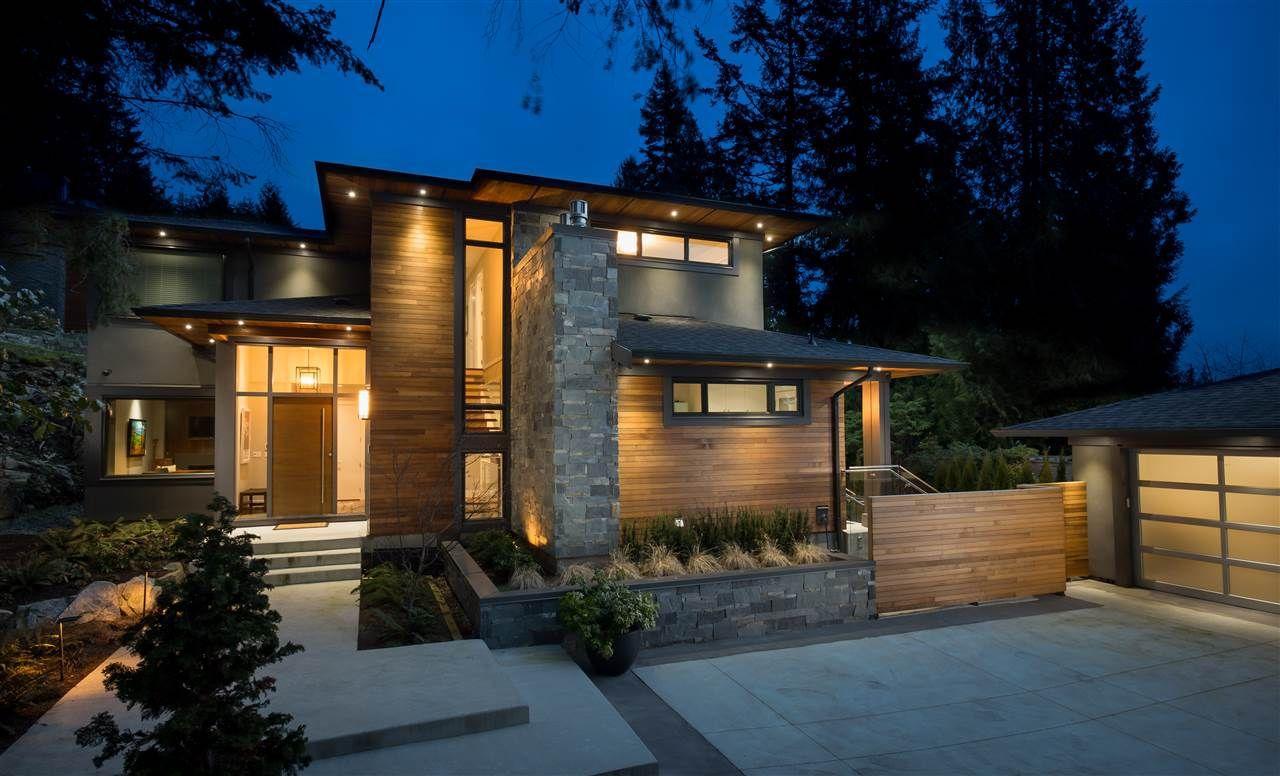 Main Photo: 4090 ALMONDEL Road in West Vancouver: Bayridge House for sale : MLS®# R2211455