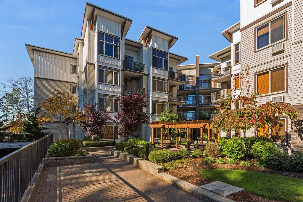 "Main Photo: 309 11887 BURNETT Street in Maple Ridge: East Central Condo for sale in ""WELLINGTON STATION"" : MLS®# R2217846"