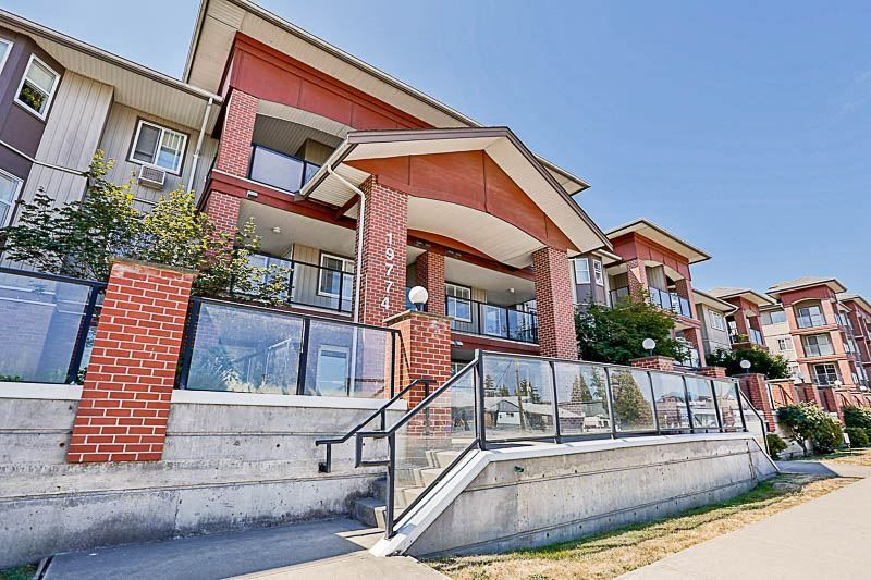 Main Photo: 302 19774 56 AVENUE in Langley: Langley City Condo for sale : MLS®# R2231875