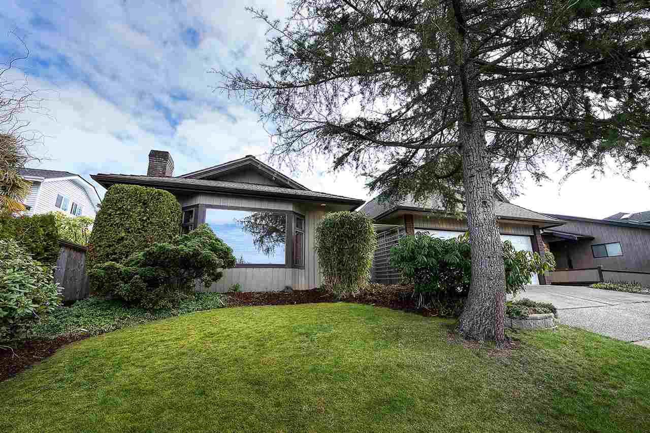 "Main Photo: 54 55A Street in Delta: Pebble Hill House for sale in ""PEBBLE HILL"" (Tsawwassen)  : MLS®# R2245267"