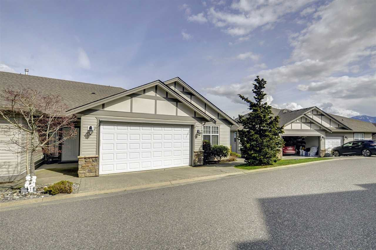 "Main Photo: 92 8590 SUNRISE Drive in Chilliwack: Chilliwack Mountain Townhouse for sale in ""Maple Hills"" : MLS®# R2258065"